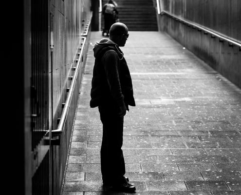 Streetfoto - Mann im Tunnel